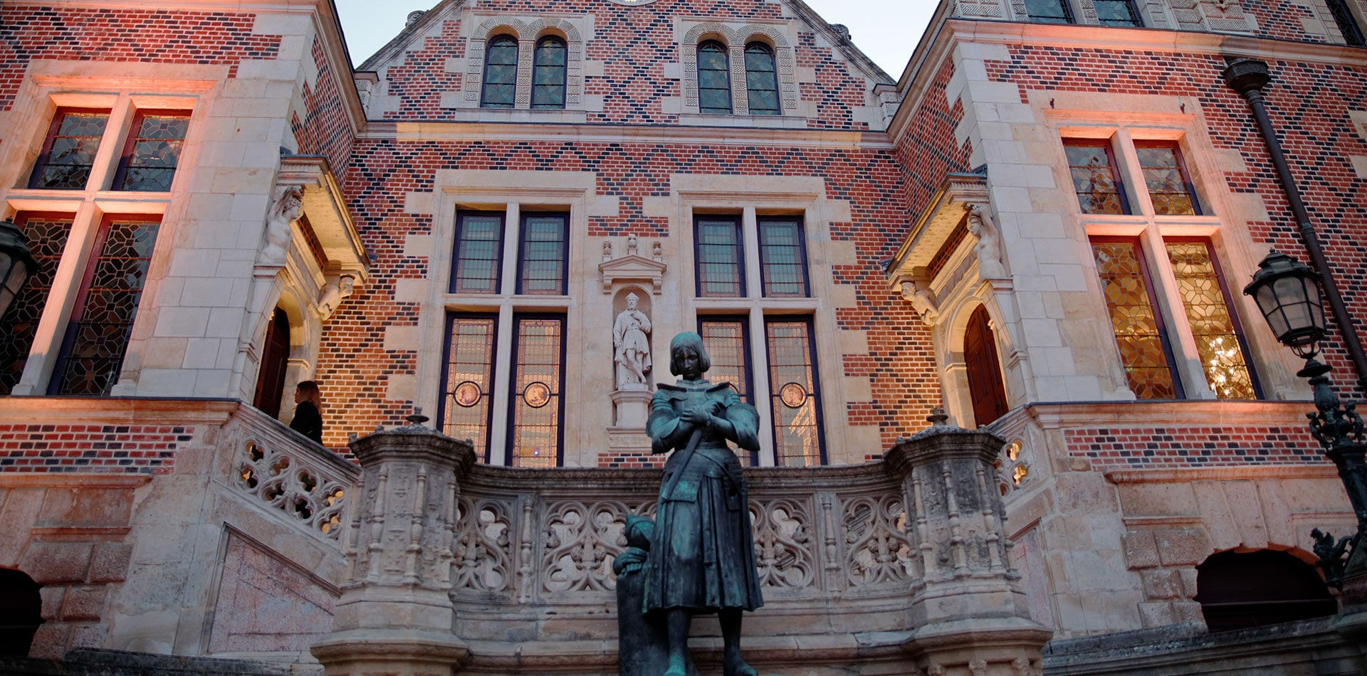 Statue de Jeanne d'Arc dans la cour de l'Hôtel Groslot © Christophe Mouton