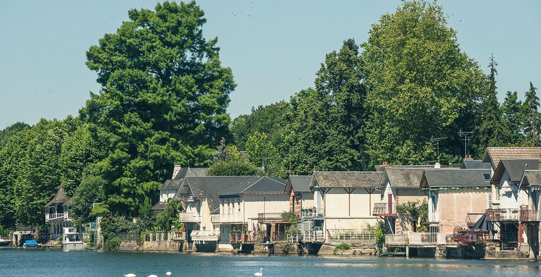 Les bords du Loiret et ses maisons à Olivet, Orléans Métropole